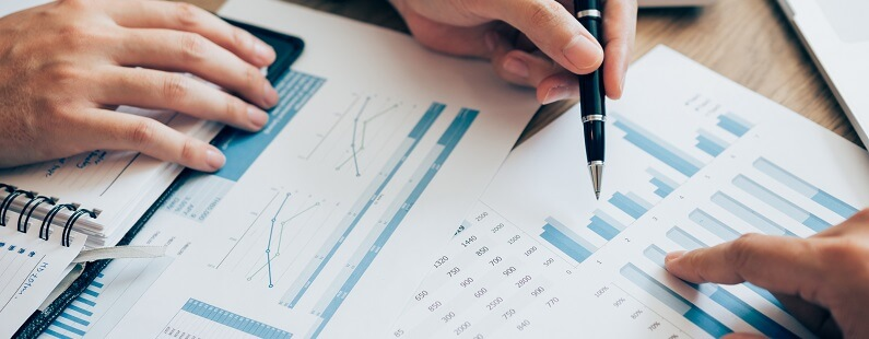 Wat zijn de voor- en nadelen van een aandelentransactie en een activa/passiva-transactie bij de koop of verkoop van een bedrijf?