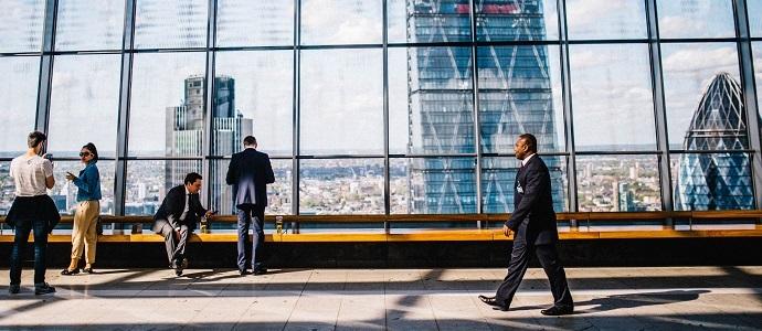 Op gebied van liquiditeitenbeheer, nauw contact met de belangrijkste debiteuren en crediteuren en niet in de laatste plaats met de financier.