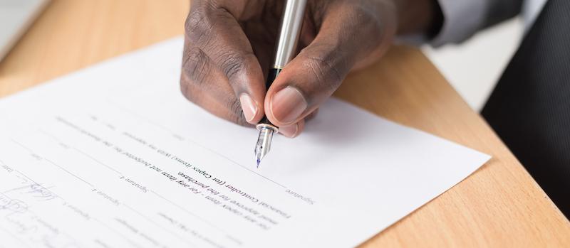 Om de koper in een gunstiger positie te brengen kan in de koopovereenkomst een ontbindende voorwaarde worden opgenomen bij een negatieve due diligence.